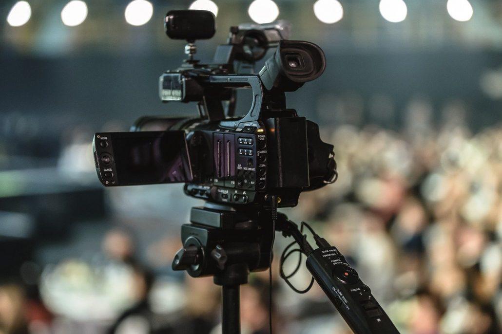 Transmisje mszy świętych i Dróg Krzyżowych w telewizji, radiu i Internecie